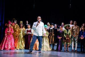 Basilo Nova durante una de las presentaciones teatrales.