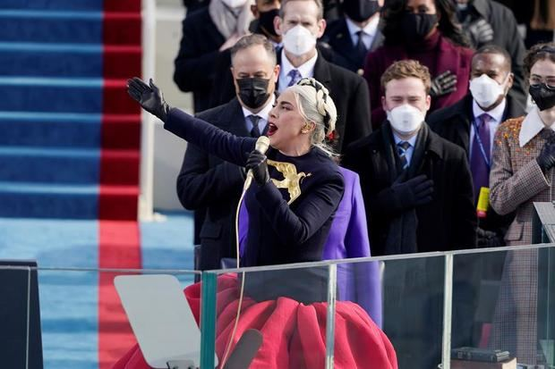 La cantante Lady Gaga durante la ceremonia de juramentación de Joe Biden como el presidente número 46 de Estados Unidos, en Washington, este 20 de enero de 2021.