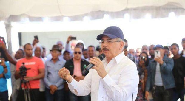 Danilo Medina apoya a ganaderos en Carrera de Yegua, San Juan