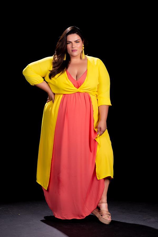 La modelo brasileña de talla Extra Grande (XL) Mayara Russi, madre de dos hijos, y que está iniciando su carrera internacional en la moda 'plus size'.