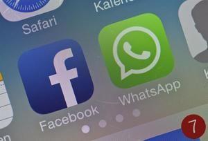 Fotografía de archivo de los logotipos de Facebook y WhatsApp en la pantalla de un ''smatphone'' en Sieversdorf, Alemania.