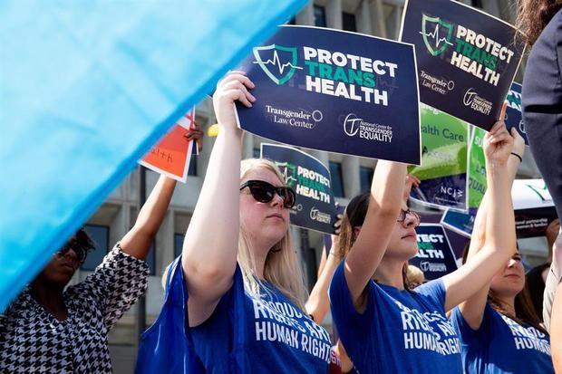Trump permite que los médicos se nieguen a hacer abortos y a atender transexuales
