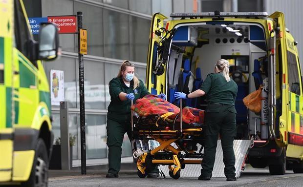 Caen las hospitalizaciones y las muertes por covid entre los vacunados en Reino Unido.