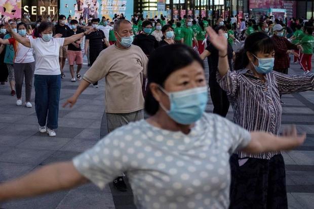 Los contagios de coronavirus SARS-CoV-2 procedentes del extranjero acapararon todo el protagonismo del ligero repunte de nuevos positivos registrados este domingo en China.