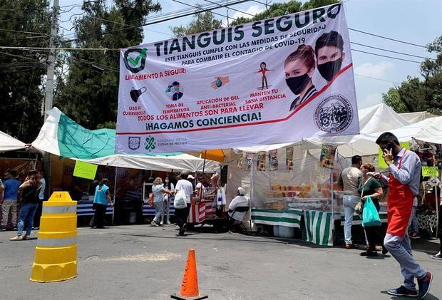 Un mercado popular callejero, que promueve las medidas de bioseguridad en medio de la pandemia del Covid-19, fue registrado este jueves en Ciudad de México.