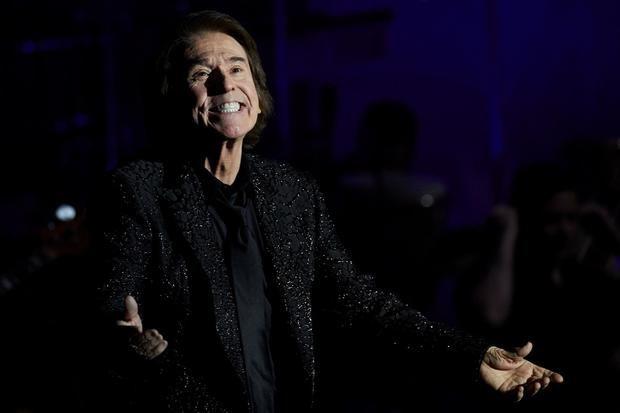 El cantante Raphael actúa este domingo en el Festival Jardines Pedralbes en Barcelona, en el que será su primer recital desde el polémico concierto de Navidad en el Wizink Center de Madrid y el inicio de la gira de este año, en la que celebra su 60 aniversario sobre el escenario y presenta las canciones del disco 'Raphael 6.0'.
