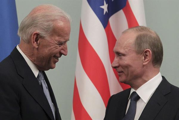 Biden y Putin en foto de Archivo.