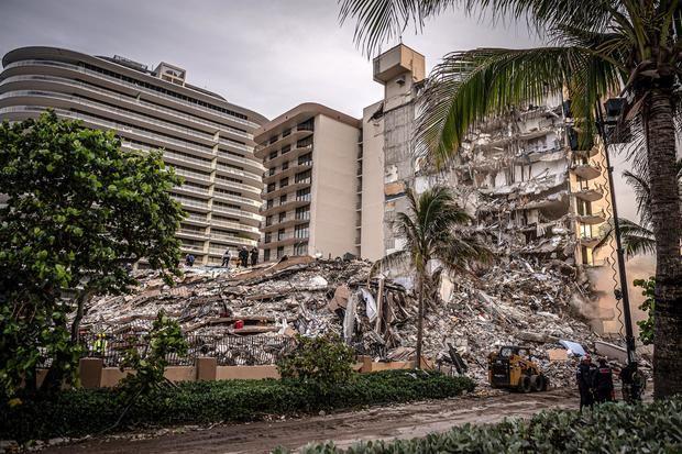 Aumentan a cinco los muertos por el derrumbe de un edificio de Miami-Dade