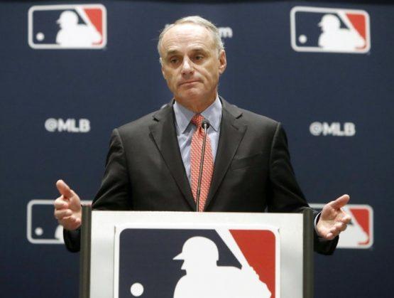 Béisbol más cerca de iniciar; Manfred y Clark elaboran plan de apertura