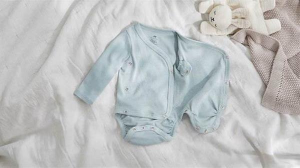H&M lanza al mercado diseños extensibles que se adaptan al crecimiento del bebé,