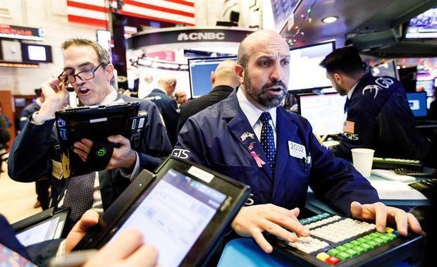 Wall Street cierra con triple récord por el nuevo plan de estímulo en EE.UU.