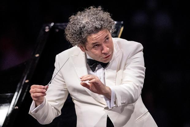 Dudamel seduce a París en un primer concierto con aires hispanos