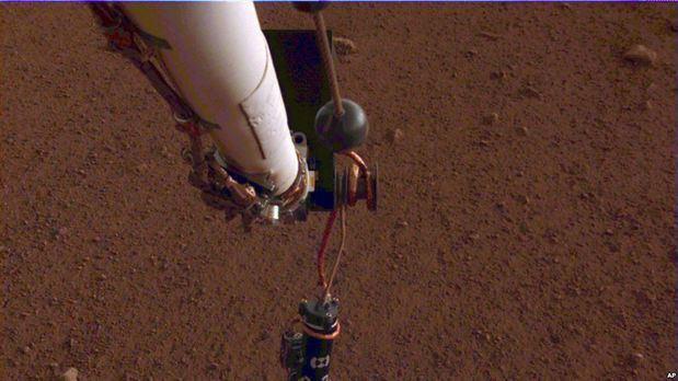 Topo de la NASA choca con piedras en Marte