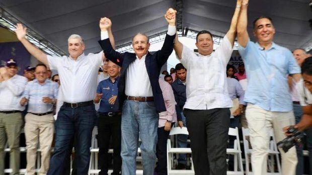 El presidente Danilo Medina y el candidato presidencial del Partido de la Liberación Dominicana (PLD), Gonzalo Castillo, encabezaron este domingo el acto de juramentación de los candidatos.