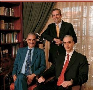 El fenecido José Rafael Abinader junto a sus dos hijos Luis y José Abinader.
