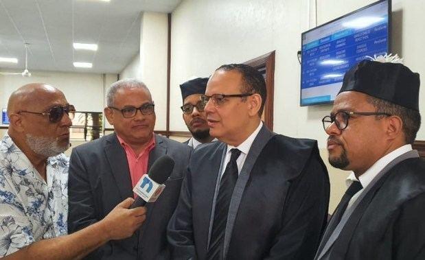 El juez de la Segunda Cámara Civil y Comercial del juzgado de primera instancia del Distrito Nacional, Danilo Caraballo, reenvió para el 21 de noviembre el caso de la demanda por Fausto Polanco.