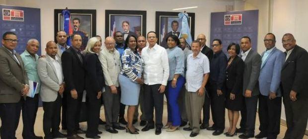 Educación y ADP se comprometen a garantizar paz y armonía en las escuelas