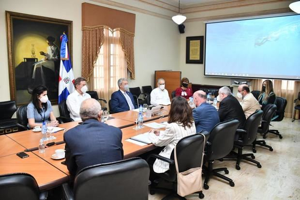 Gobierno dominicano realiza diálogo político con la alta dirección de AECID