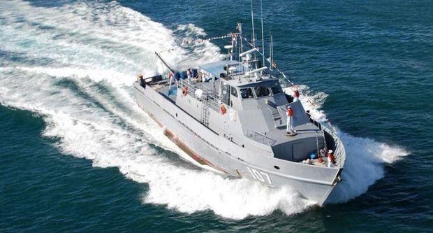 La Armada rescata a ocho personas en aguas próximas a playa Juanillo