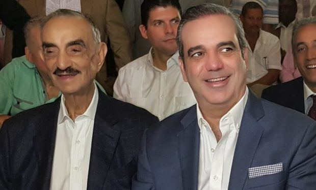 """El presidente electo, Luis Abinader, dijo que hará sentir orgullo a su fallecido padre José Rafael Abinader, """"presidiendo un gobierno honesto y ético como él actuó y soñó""""."""