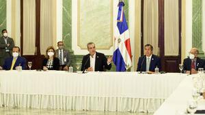 Presidente Abinader en un encuentro histórico con miembros del Consejo Nacional para el Cambio Climático.