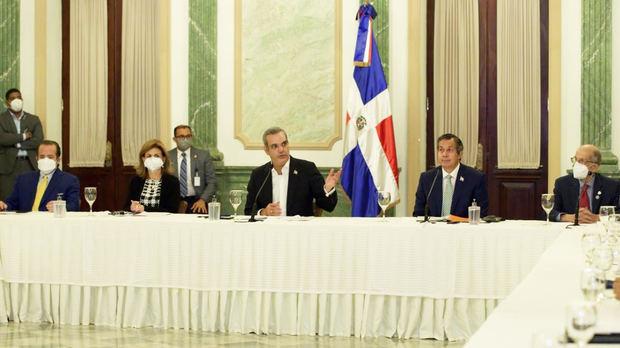 Presidente Abinader en un encuentro histórico con miembros del Consejo Nacional para el Cambio Climático
