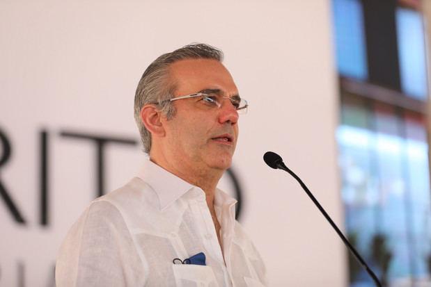El presidente Luis Abinader decretó este domingo la prórroga del toque de queda