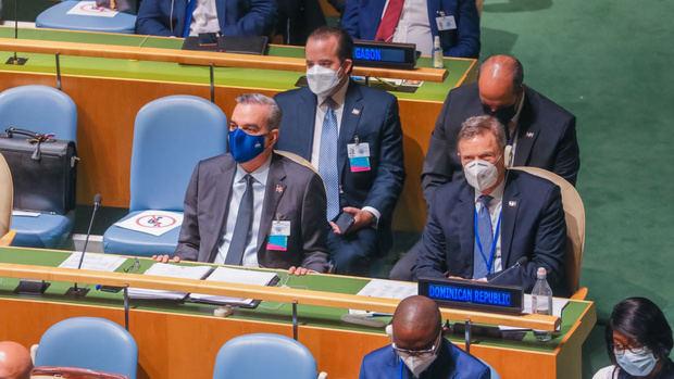 Presidente Abinader , junto a Roberto Álvarez; Administrativo de la Presidencia, José Ignacio Paliza y el embajador dominicano ante las Naciones Unidas, José Blanco.