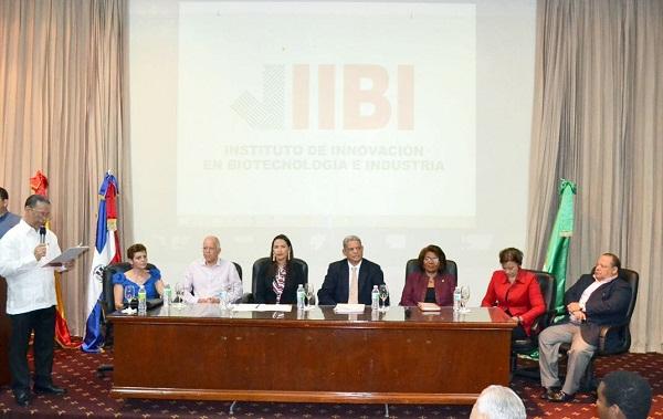 IIBI y MESCyT contribuyen a la formación de la comunidad científica dominicana