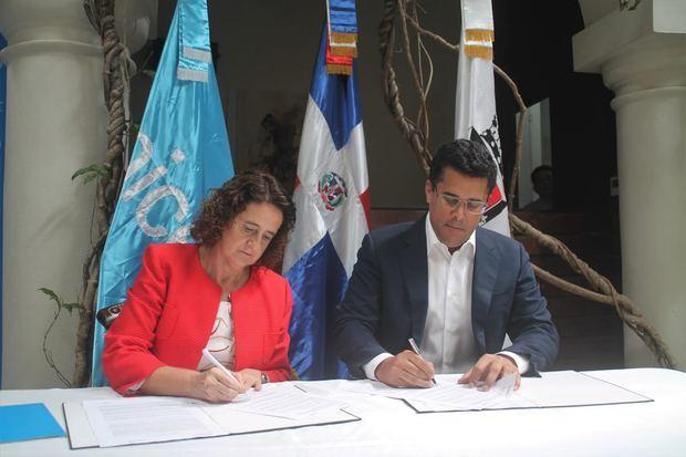 """El lanzamiento de """"Mi Zona Salvafuturos"""" culminó con la firma de un convenion entre la Alcaldía del Distrito Nacional y UNICEF."""
