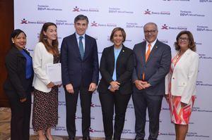 Paula García, Isabel García, Javier Flores, Mercedes Canalda de Beras-Goico, Ricardo Canalda y Milagros Inoa.