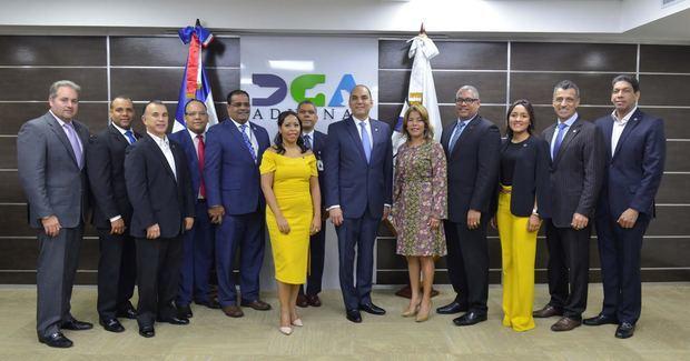 Aduanas Certifica y Revalida Ocho Empresas OEA