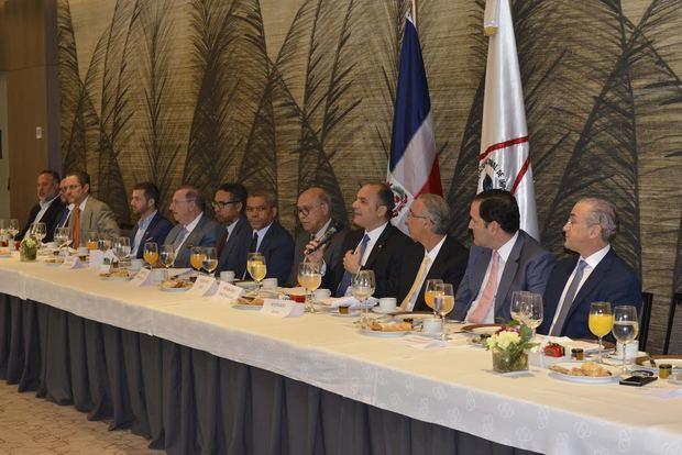 El director general de Aduanas junto a la directiva de la ANI.