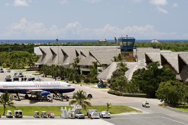 Autoridades detienen a un extranjero por drogas en aeropuerto de Punta Cana.