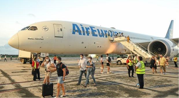 El aeropuerto de Samaná recibe su primer vuelo directo con Madrid