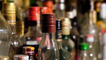 Pro Consumidor cierra seis negocios por venta de bebidas adulteradas.