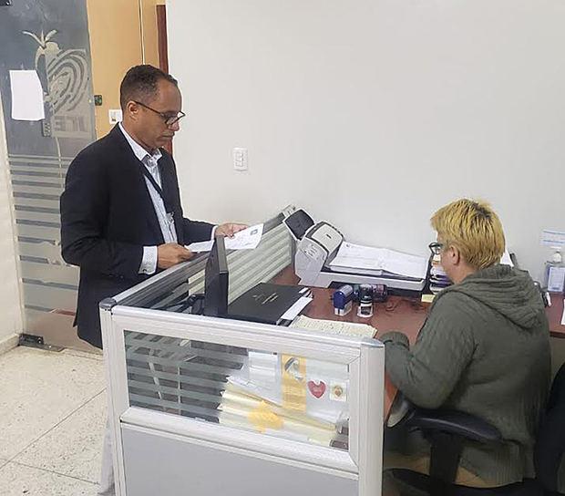 Solicitud hecha en la instancia de la Junta Central Electoral, para la investigación de denuncias sobre el uso de fondos en la precandidatura a la presidencia de Gonzalo Castillo por el PLD.