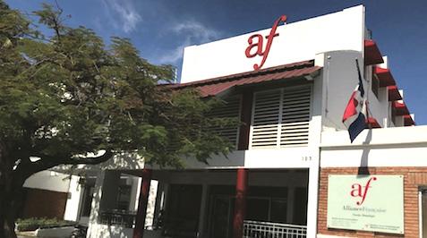 Fachada del edificio de la Alianza Francesa Santo Domingo