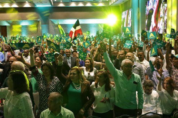 Simpatizantes de la fusión de Alianza País y Opción Democrática el cual es un acto sin precedentes en la historia democrática del país.
