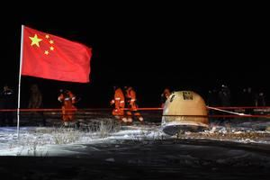 La sonda china Chang'e 5 llega a la Tierra regresa a la Tierra.