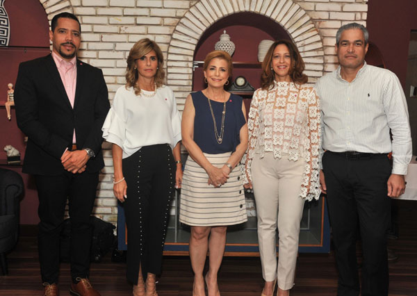 Víctor Hernández, Jackeline González, Patricia González, Jaqueline Martínez y Jonathan Zapata