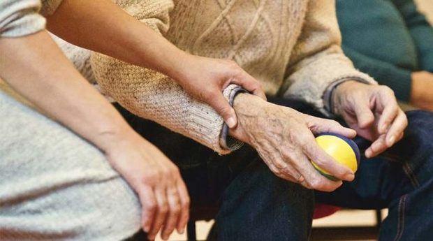 Exhortan a mantener activos a los adultos mayores para enfrentar el tedio