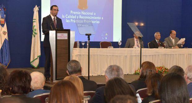 Navarro exhorta sociedad civil a ser crítica frente a malas prácticas en gestión pública