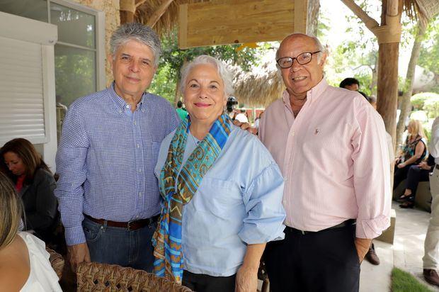 Andrés Ferrer, Lizzie Sánchez y Ricardo Lebrón.