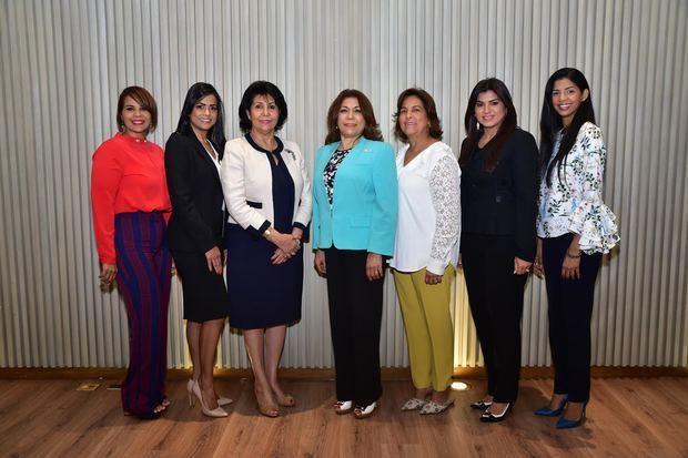 Torvalda Rosario, Verónica Núñez, Dolly Nin, Fior Rodríguez Ranucoli, Raysa Mejía de Robles, Margarita Feliciano y Amanda Adames.