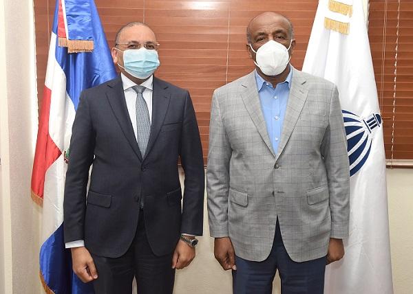 Ministro Almonte estuvo acompañado del señor Gustavo Mejía-Ricard.