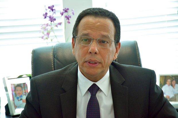 Ministro de Educación,  Antonio Peña Mirabal favorece clases semipresenciales para evitar contagios de COVID-19.