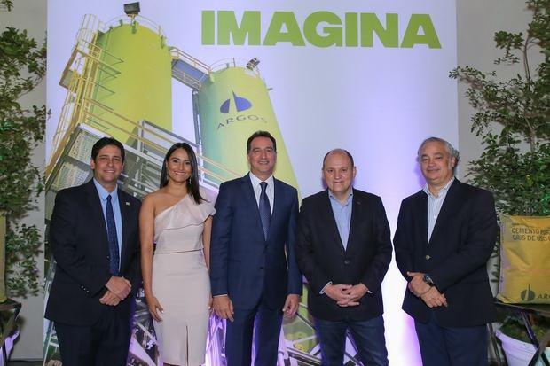 Mauricio Brochet, Nicole Calderón, Gary D´ la Rosa, Juan Pablo Neira, Víctor Bencosme.
