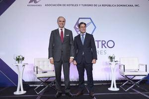 Luis Miguel De Camps junto a Rafael Blanco Tejera, presidente de ASONAHORES.