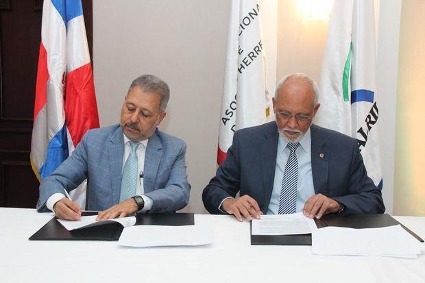 La entidad firmó un acuerdo con la Sisalril para fortalecer la capacidad de respuesta empresarial en materia de salud y prevención de riesgos, y apoyar en el proceso de validación de la nueva plataforma informática que desarrolla.